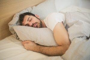 huiles-essentielles-sommeil-dormir